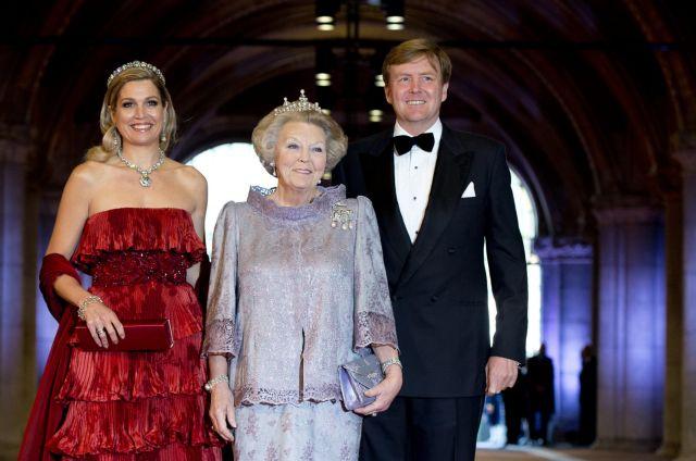 Παραδίδει στέμμα και θρόνο στον γιο της η βασίλισσα της Ολλανδίας, Βεατρίκη | tanea.gr