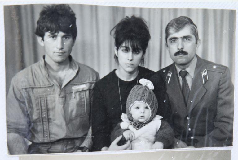 Στο φως οικογενειακές φωτογραφίες των αδελφών Τσαρνάεφ   tanea.gr