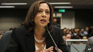 Συγγνώμη Ομπάμα για τη φιλοφρόνηση προς την «ωραία» εισαγγελέα της Καλιφόρνιας | tanea.gr
