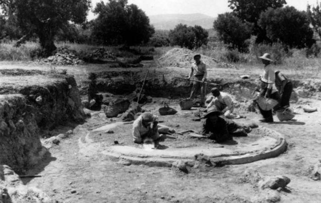 Hμερίδα για τον αρχαιλόγο Καρλ Μπλέγκεν: Από την Τροία στα μαστίχα – πάρτι   tanea.gr