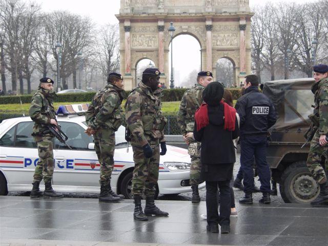 Μαχαίρωσαν γάλλο στρατιώτη που περιπολούσε στο Παρίσι | tanea.gr