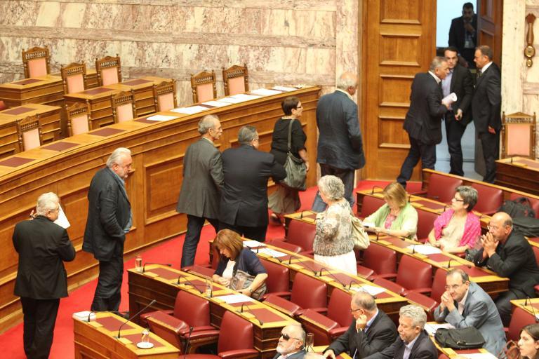 Αποχώρησαν το ΚΚΕ και ο ΣΥΡΙΖΑ από την Ολομέλεια: Ο Λυκουρέντζος δεν δέχθηκε τροπολογία για την ΕΡΤ   tanea.gr