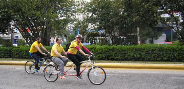 Μία πρωτοποριακή ομάδα βοηθά άτομα με αναπηρία να χαρούν το ποδήλατο | tanea.gr