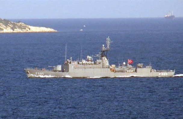 Δύο τουρκικά πολεμικά πλοία παραβίασαν τα εθνικά χωρικά ύδατα στην Αμοργό και στις Κυκλάδες   tanea.gr