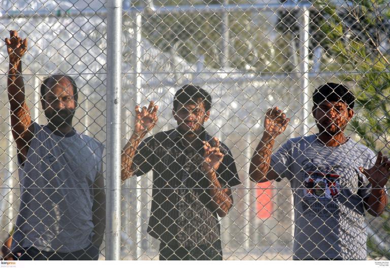 Χειροτέρεψαν οι συνθήκες κράτησης για τους μετανάστες στην Αμυγδαλέζα σύμφωνα με ευρωβουλευτή των Πρασίνων | tanea.gr