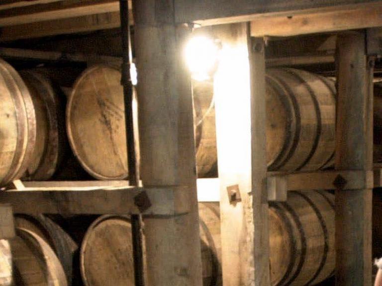 Επιστάτης πανδοχείου στις ΗΠΑ κατηγορείται ότι ήπιε όλο το ουίσκι 100 ετών που έπρεπε να φυλάει | tanea.gr