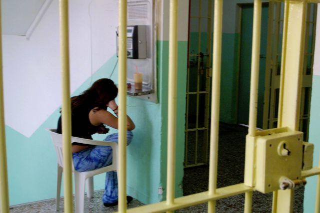 Στη φυλακή οδηγήθηκε η μητέρα που έβαλε στην κατάψυξη το νεκρό βρέφος της   tanea.gr