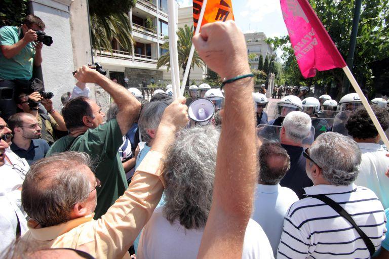 Κλειστoί οι δρόμοι γύρω από το Σύνταγμα λόγω συλλαλητηρίου του ΠΑΜΕ   tanea.gr