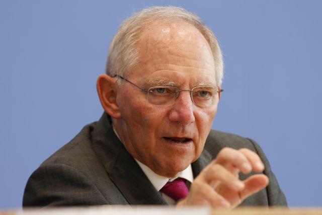 Σόιμπλε: «Οι πολιτικές αναταραχές δεν απειλούν τη σταθερότητα του ευρώ»   tanea.gr
