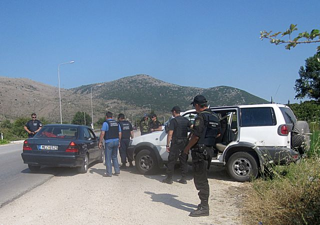 H «μάχη του Αχέροντα» με δραπέτες και αστυνομικούς | tanea.gr