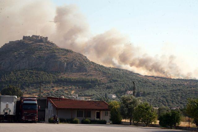 Σε εξέλιξη η μεγάλη πυρκαγιά που ξέσπασε στις παρυφές του Αργους | tanea.gr
