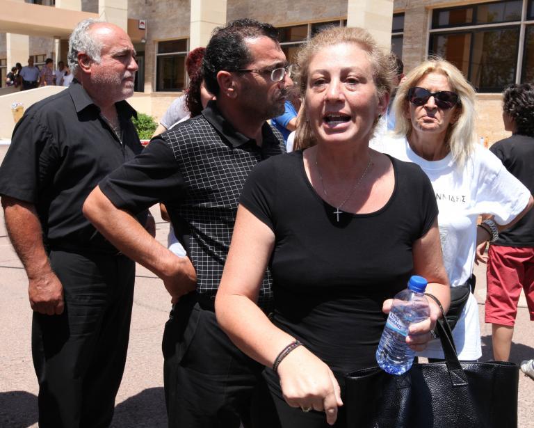 Κατέρρευσε μετά την καταδίκη για την φονική έκρηξη στο Μαρί ο πρώην υπουργός Άμυνας της Κύπρου | tanea.gr