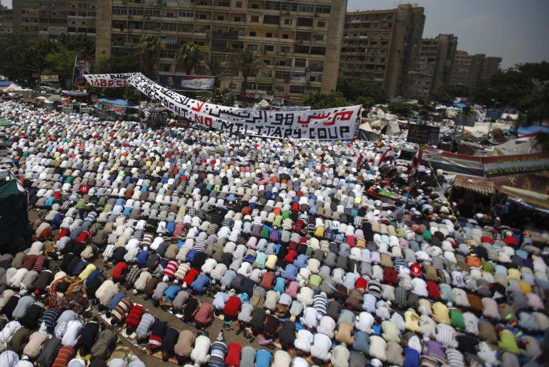 Εντολή της κυβέρνησης να σταματήσουν οι διαδηλώσεις υπέρ του Μόρσι στην Αίγυπτο   tanea.gr