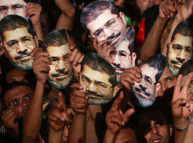 Δικαστήριο της Αιγύπτου διέταξε την προφυλάκιση του Μόρσι για «συνωμοσία με τη Χαμάς» | tanea.gr
