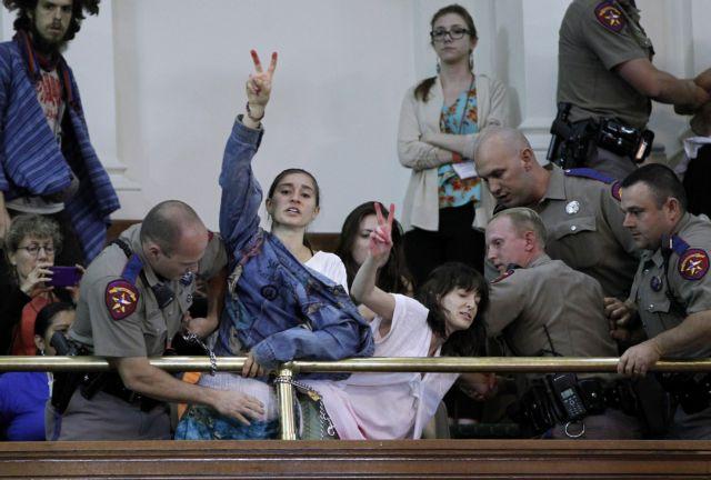 Τέξας: Ψήφισαν υπέρ της απαγόρευσης των εκτρόσεων   tanea.gr