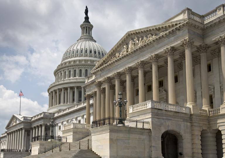 Αμερικανίδα βουλευτής γεννά χωρίς αμνιακό υγρό και το μωρό επιζεί | tanea.gr
