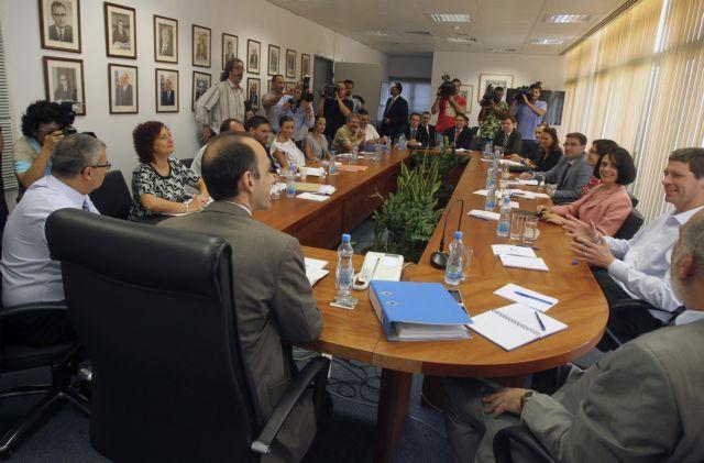 Κύπρος: Συνεχίζονται οι επαφές με την τρόικα   tanea.gr