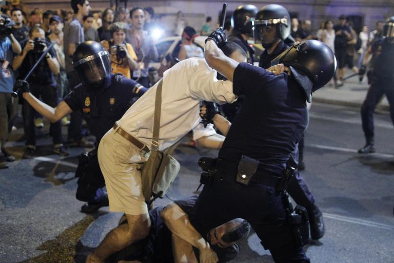 Τραυματισμοί αστυνομικών και διαδηλωτών σε πορεία κατά του Ραχόι στη Μαδρίτη | tanea.gr