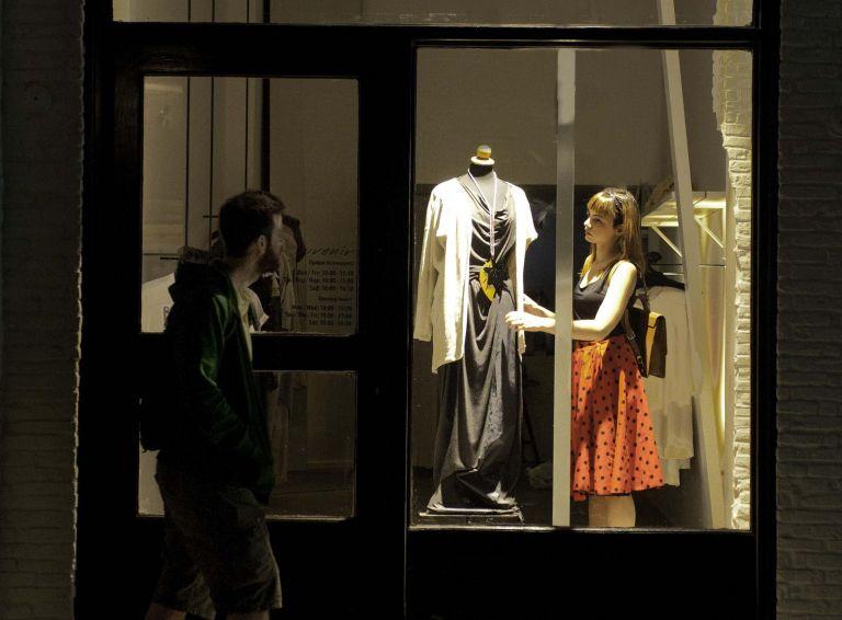 Παράσταση - ξενάγηση στο ιστορικό κέντρο της Αθήνας παρουσιάζει ο σκηνοθέτης Γρηγόρης Χατζάκης | tanea.gr