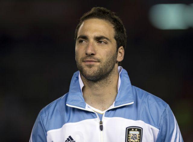 Ο Γκονσάλο Ιγκουαϊν είναι και επίσημα παίκτης της Νάπολι | tanea.gr