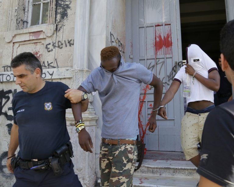 Ποινικές διώξεις σε 19χρονο Βρετανό για τη δολοφονία ομοεθνή του στα Μάλια   tanea.gr