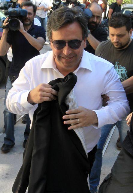 Ο Βίκτωρ Ρέστης μελετά προσφυγή κατά της προφυλάκισής του | tanea.gr