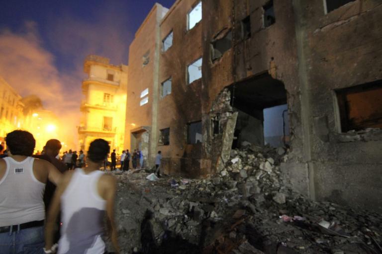 Δίδυμες βομβιστικές επιθέσεις στο δικαστικό μέγαρο της Βεγγάζης   tanea.gr