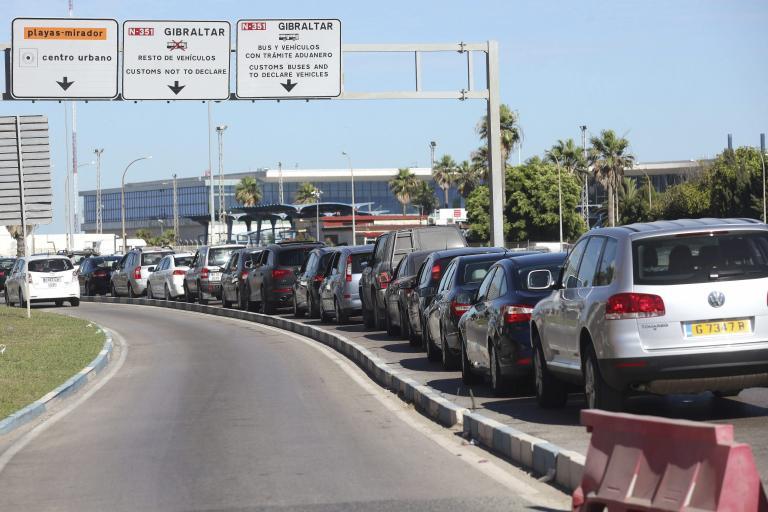 Ουρές χιλιομέτρων στο Γιβραλτάρ εξαιτίας διαφωνίας Βρετανίας - Ισπανίας   tanea.gr