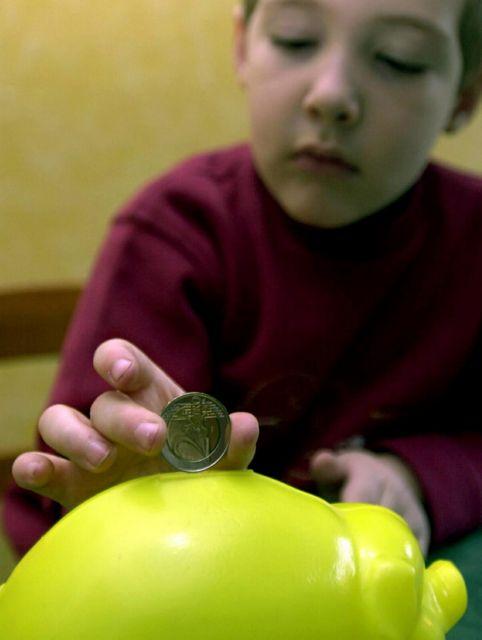 [Η ιστορία της ημέρας] Οι Ισπανοί σπάνε τους κουμπαράδες των παιδιών τους | tanea.gr