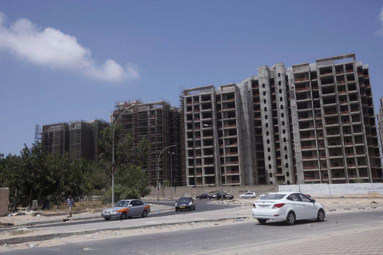 Λιβύη: Εντοπίστηκε παγιδευμένο αυτοκίνητο κοντά σε πολυτελές ξενοδοχείο της Τρίπολης | tanea.gr