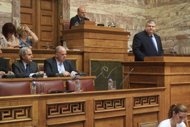Τους άξονες της ελληνικής διπλωματίας παρουσίασε στη Βουλή ο Βαγγέλης Βενιζέλος | tanea.gr