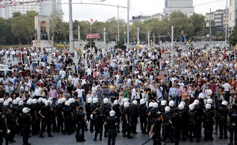 Επεισόδια με δακρυγόνα και πάλι στην πλατεία Ταξίμ | tanea.gr