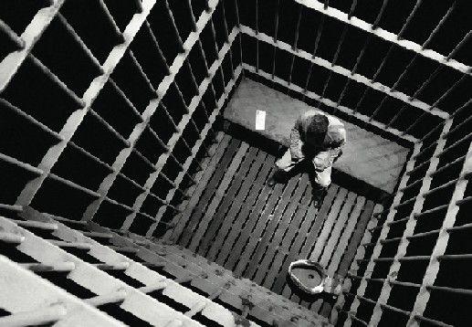 Τρία εκατ. ευρώ αποζημίωση για κρατούμενο που πέρασε 120 ώρες χωρίς νερό σε κελί στις ΗΠΑ   tanea.gr