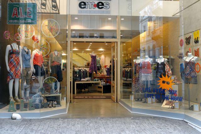 Αντίθετοι στο άνοιγμα των καταστημάτων όλες τις Κυριακές οι έμποροι της Αθήνας   tanea.gr