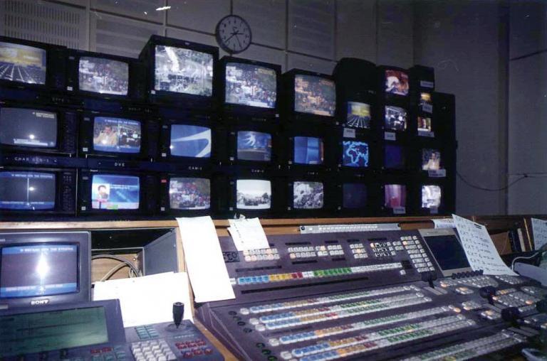 Κατάληψη σε τηλεοπτικό σταθμό της Πάτρας από ομάδα αντιεξουσιαστών   tanea.gr