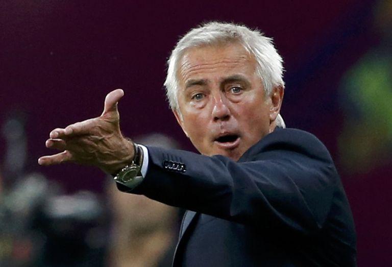 Ο Ολυμπιακός φλερτάρει με τον Μπερτ Φαν Μαρβάικ για τη θέση του Μίτσελ, υποστηρίζουν οι Ολλανδοί | tanea.gr