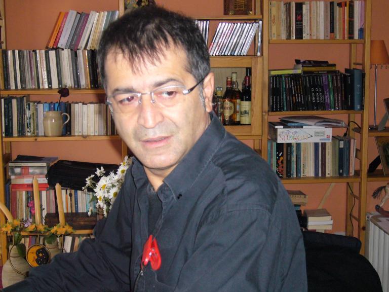 Ο Τάκης Τζαμαργιάς καλλιτεχνικός διευθυντής του Δημοτικού Θεάτρου Πειραιά | tanea.gr