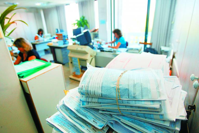Μπλοκάρεται η «φάμπρικα» των προσφυγών για φορολογικές διαφορές   tanea.gr