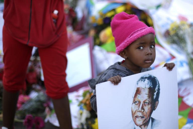 «Ο Μαντέλα δείχνει τεράστια αντοχή», λένε οι θεράποντες ιατροί του   tanea.gr