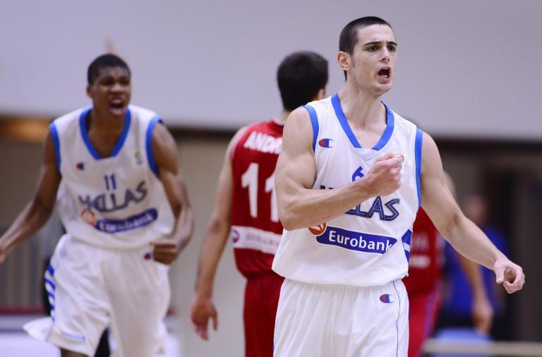 Στα «ερυθρόλευκα» για πέντε χρόνια ντύθηκε ο μπασκεμπολίστας Γιάννης Παπαπέτρου | tanea.gr