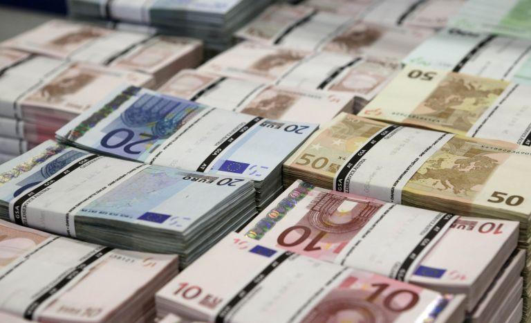 Για μυστική αερομεταφορά μετρητών στην Ελλάδα το 2011 γράφει η Daily Mail   tanea.gr