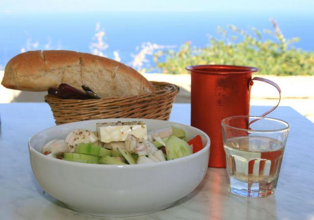 [στο ποτήρι] Με μια γουλιά ρετσίνα   tanea.gr