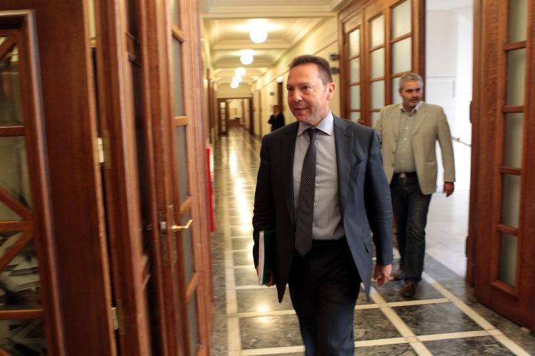 Στουρνάρας: «Χωρίς απολύσεις στο Δημόσιο δεν θα πάρουμε τις επόμενες δόσεις» | tanea.gr