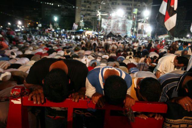 Αραβες και δυτικοί απεσταλμένοι συνάντησαν σε φυλακή της Αιγύπτου ηγέτη των Αδελφών Μουσουλμάνων | tanea.gr