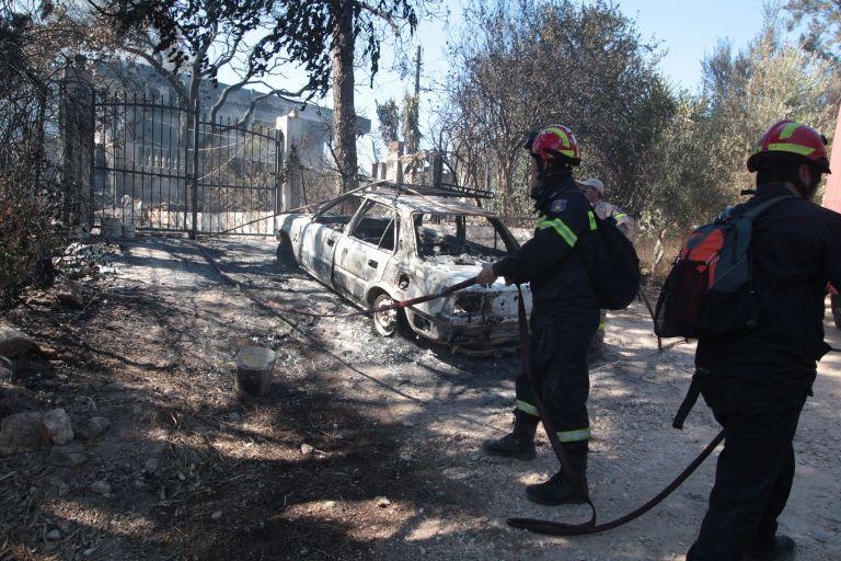 Σε ύφεση η πυρκαγιά στον Μαραθώνα - στις φλόγες δέκα σπίτια | tanea.gr