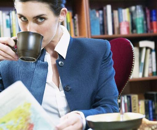 Πιο προσεκτικοί είναι στη δουλειά όσοι τρώνε στο γραφείο, σύμφωνα με νέα μελέτη | tanea.gr
