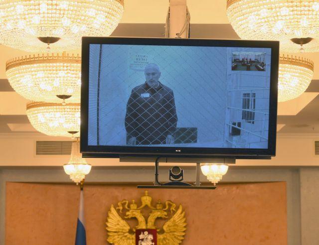 Το Ανώτατο Δικαστήριο στη Μόσχα μείωσε κατά δύο μήνες την ποινή στον Χοντορκόφσκι | tanea.gr