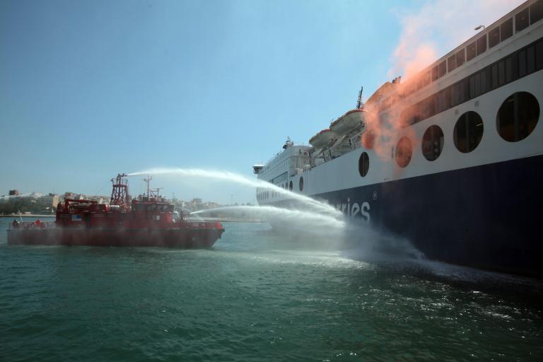 Με επιτυχία έγινε άσκηση αντιμετώπισης πυρκαγιάς σε επιβατηγό πλοίο στον Πειραιά | tanea.gr