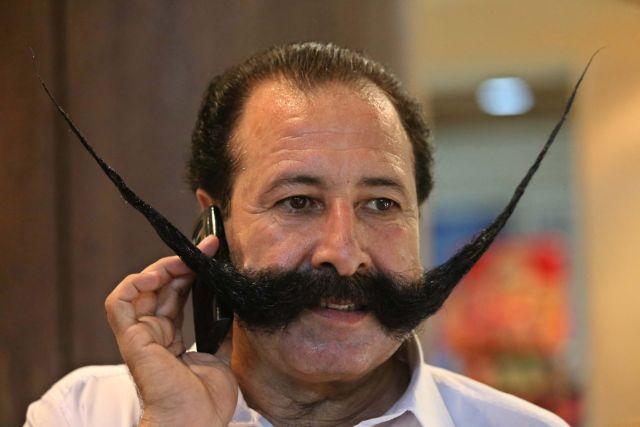 Στο στόχαστρο του Ισλάμ για το μουστάκι του!   tanea.gr