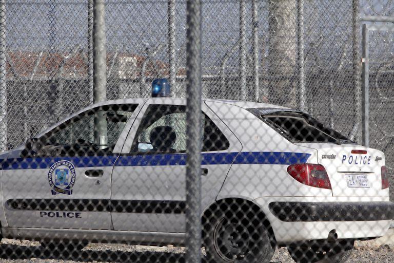 Αυτοσχέδια μαχαίρια στο κέντρο κράτησης μεταναστών στην Κόρινθο   tanea.gr